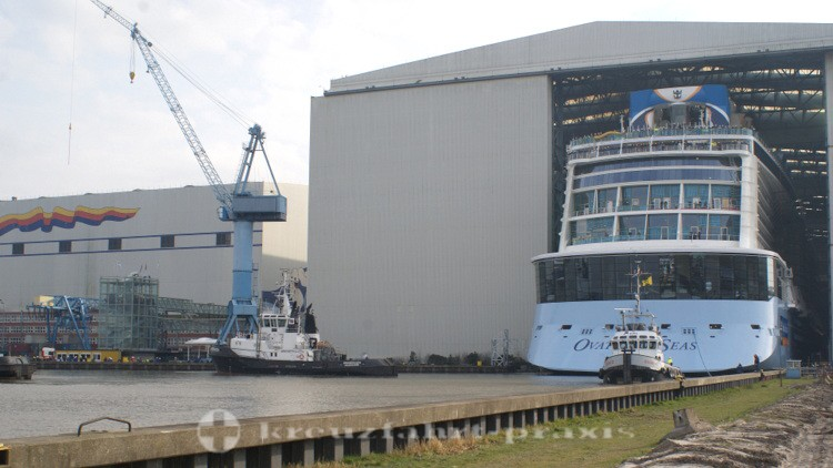 Meyer Werft in Papenburg - Ausdocken der Ovation of the Seas