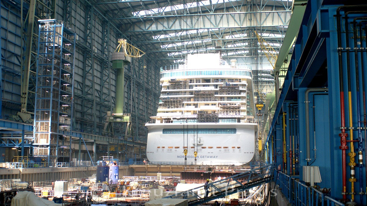 meyer werft 910 norwegian getaway im dock