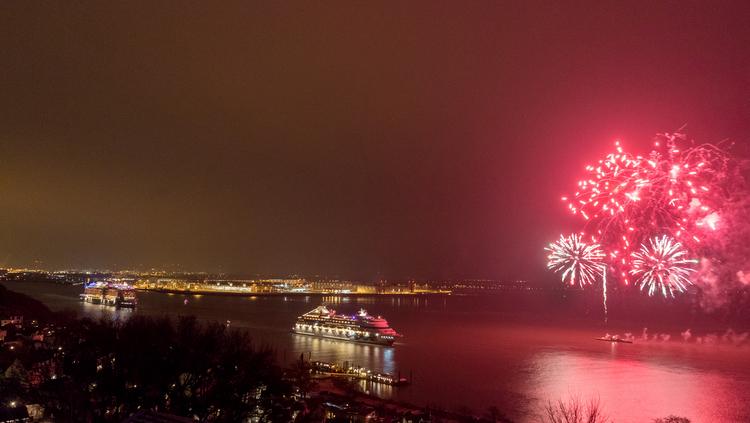 AIDA Cruises - Start AIDA Selection-Reise mit Feuerwerk