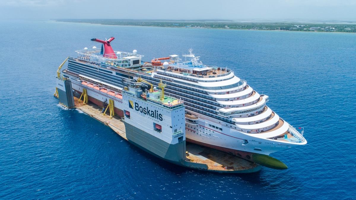 Kreuzfahrtschiff Carnival Vista reist auf Halbtaucher