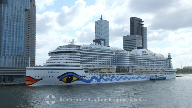 AIDA Cruises Neubau - AIDAprima im Hafen von Rotterdam