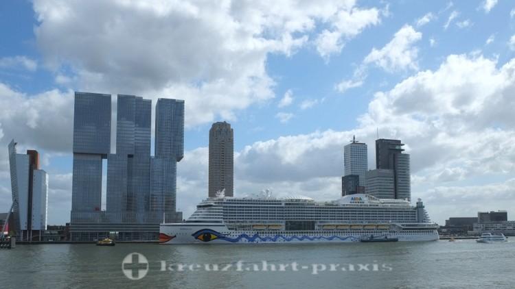 Schwesterschiff AIDAprima in Rotterdam