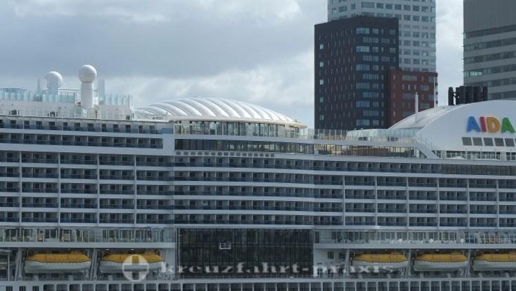 AIDAprima im Hafen von Rotterdam