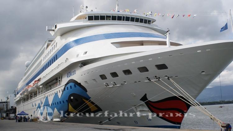 AIDAcara im Hafen von Santos