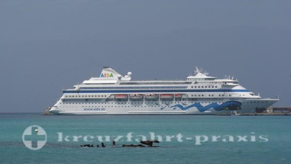 AIDAcara - Im Hafen von Mindelo/Kapverden