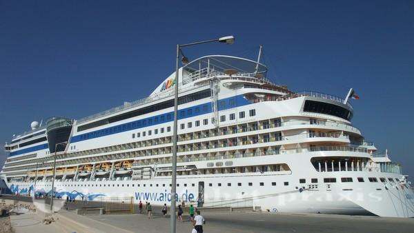 AIDAdiva Kreuzfahrtschiff im Mittelmeer