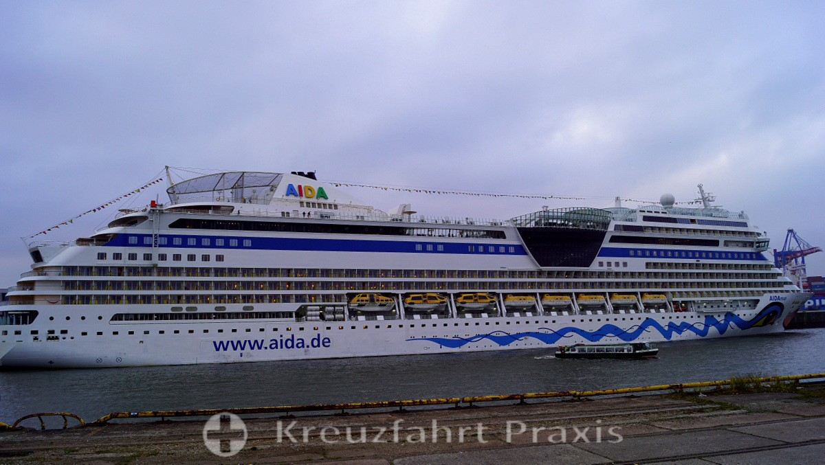 AIDAmar in Hamburg Steinwerder