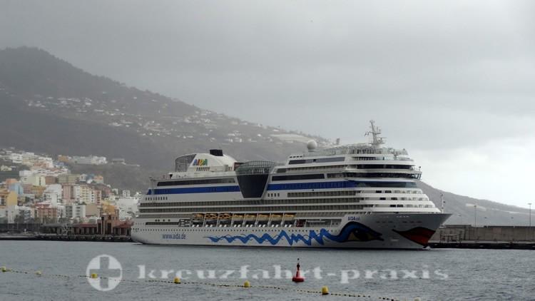 AIDAsol im Hafen von La Palma