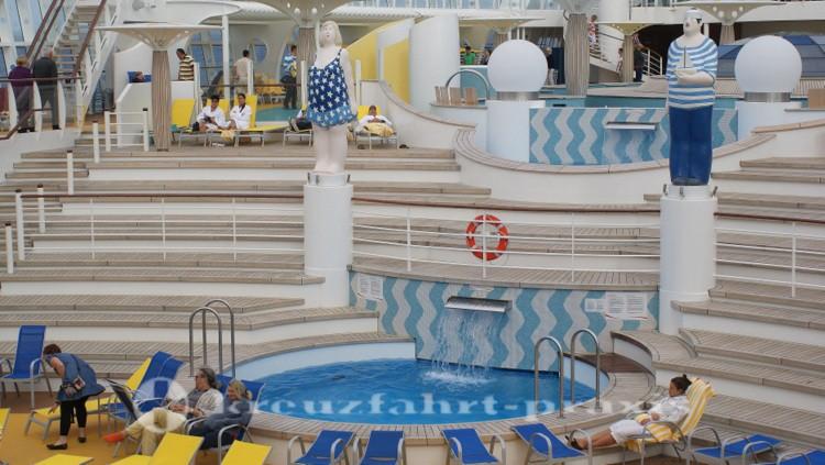 AIDAstella pool deck