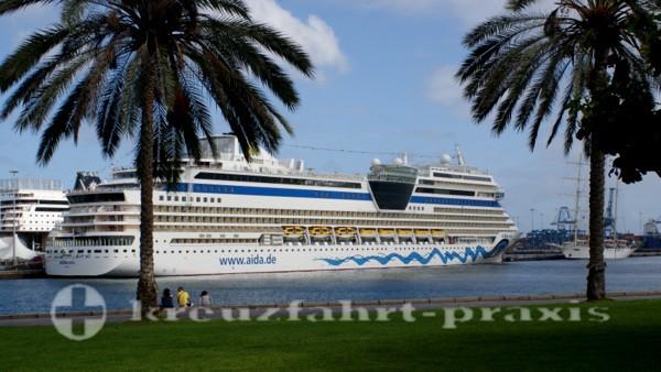 AIDAstella im Hafen von Las Palmas de Gran Canaria
