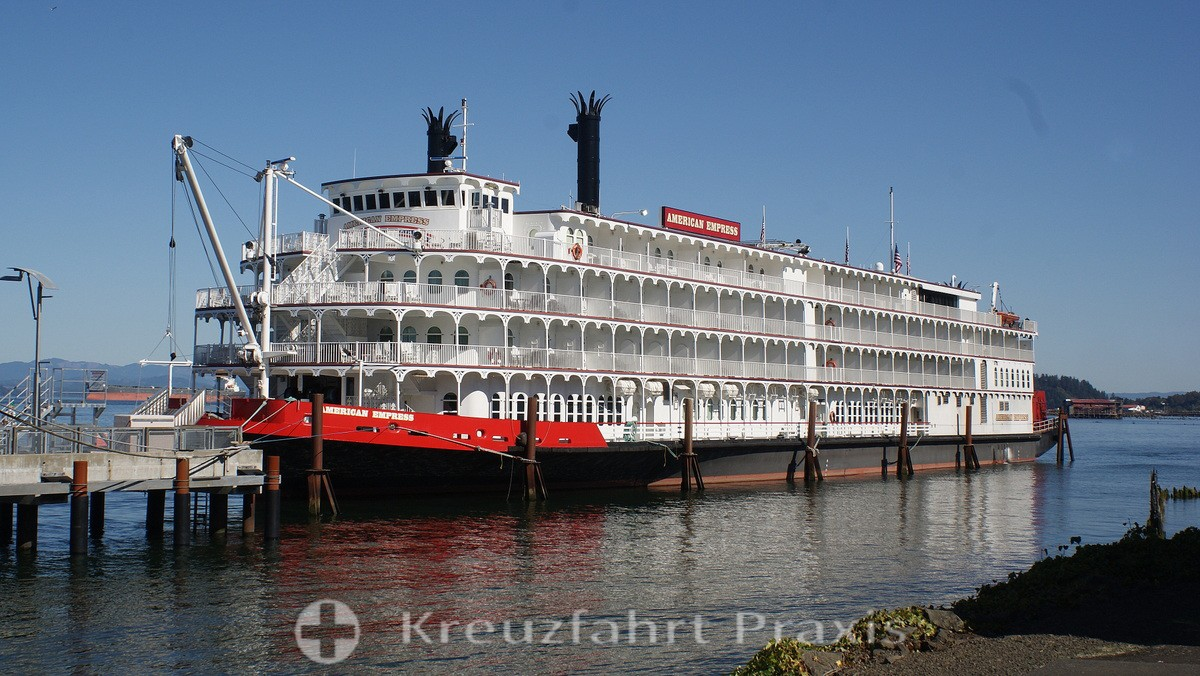 Fluss-Kreuzfahrtschiff American Empress (AQSC) in Astoria/Oregon