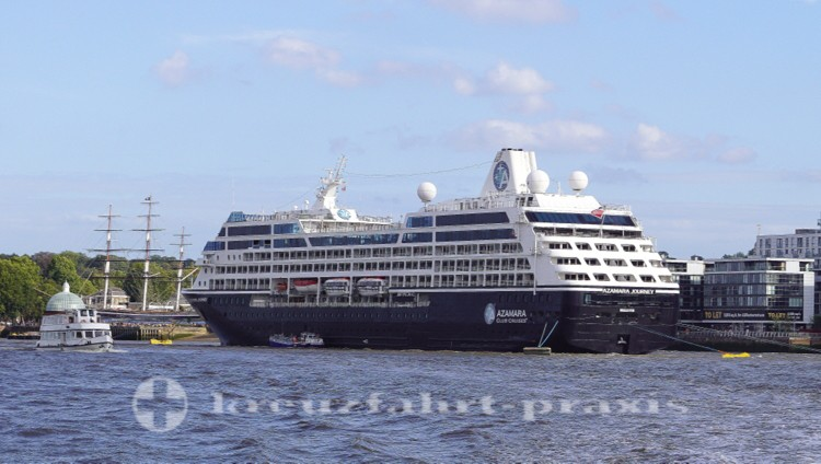 Azamara Journey auf Reede in Greenwich
