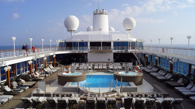 Das Pooldeck der Azamara Journey