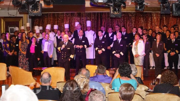 Crew Parade mit Kapitän und Offizieren