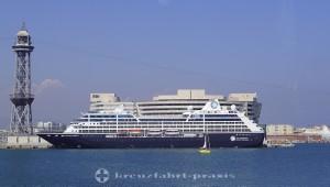 Azamara Pursuit im Hafen von Barcelona