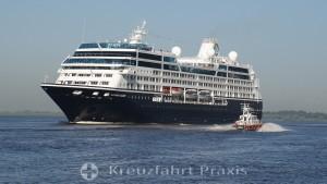 Azamara Quest auf der Elbe vor Hamburg