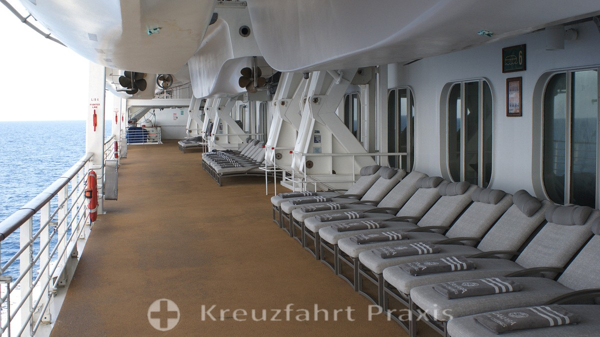 Azamara Quest - comfortable loungers on the boat deck