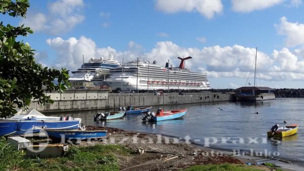 Carnival Freedom im Hafen von Basseterre/St Kitts