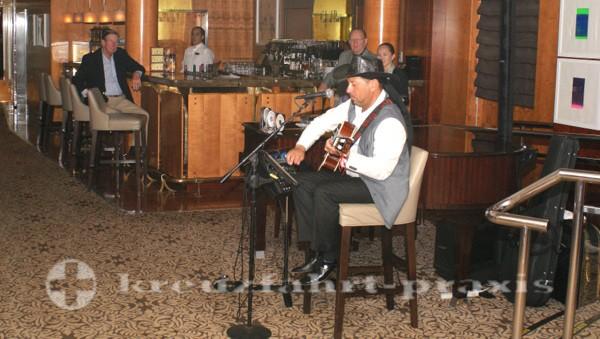 Celebrity Summit - Gitarrist und Sänger Nestor Santurio