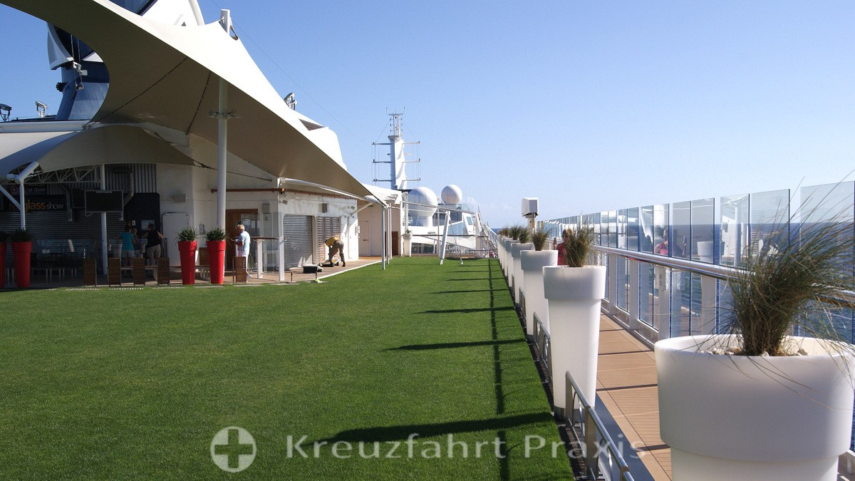 Celebrity Equinox - der Lawn Club