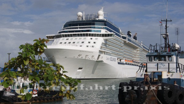 Celebrity Equinox vor Puerto Limon