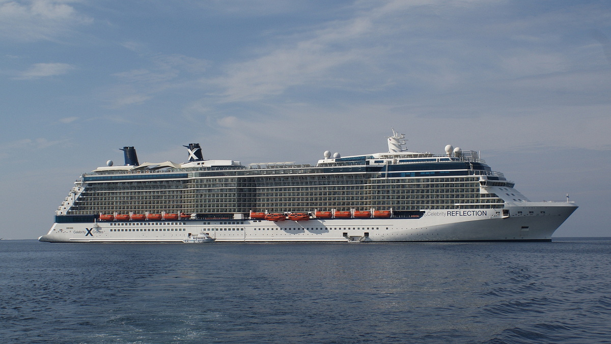 Celebrity Reflection auf Reede