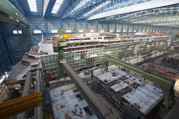 Celebrity Reflection im Baudock der Meyer Werft