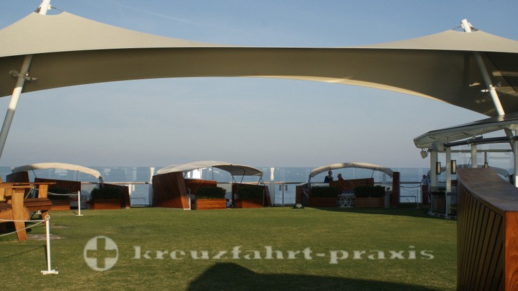 Celebrity Reflection - Lawn Club mit Cabanas