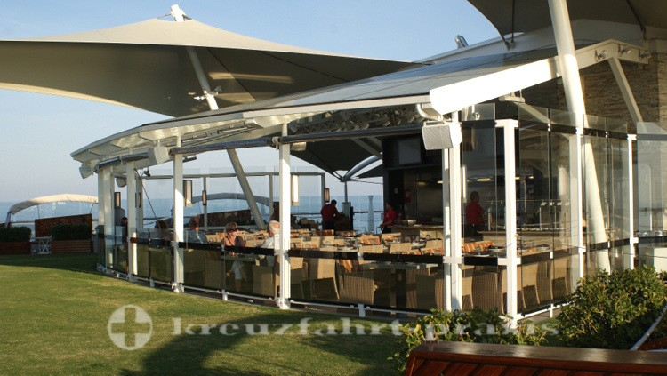 Celebrity Reflection - Lawn Club Grill