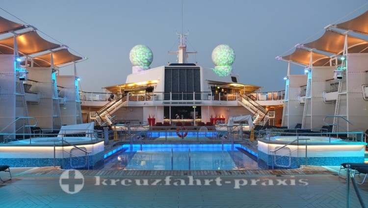 Celebrity Reflection - evening mood at the pool area