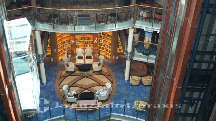 Celebrity Reflection - Bibliothek