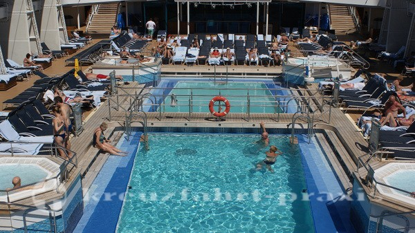 Celebrity silhouette - pool area