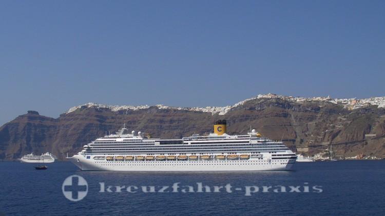 Costa Fascinosa vor Santorin
