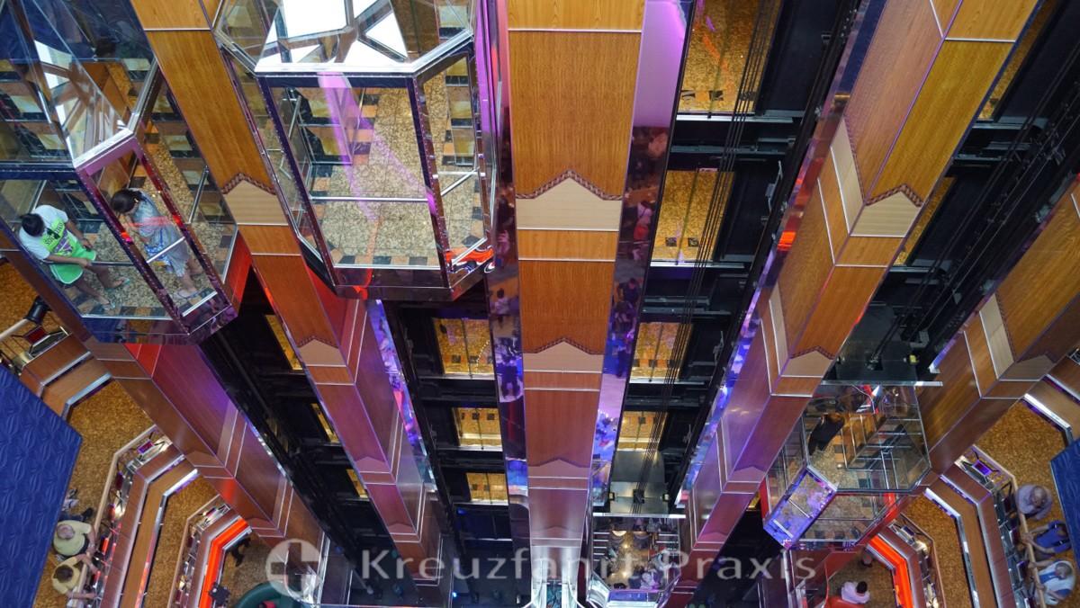 Atrium der Costa Fortuna - gläserne Aufzüge