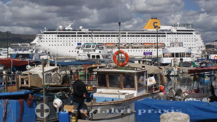 Costa neoRiviera im Hafen von Ajaccio/Korsika