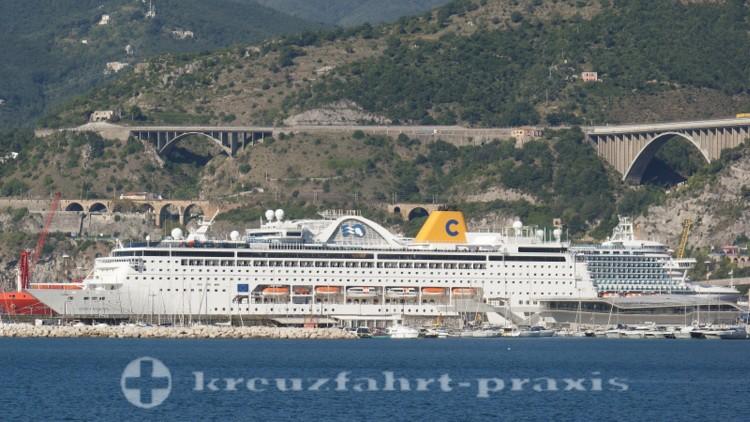 Costa neoRiviera im Hafen von Salerno