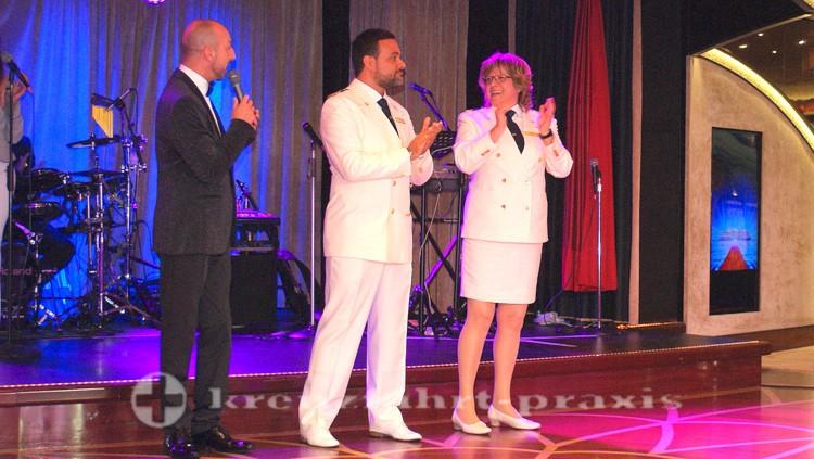Costa neoRomantica - Kapitän mit Hoteldirektorin und Cruise Director
