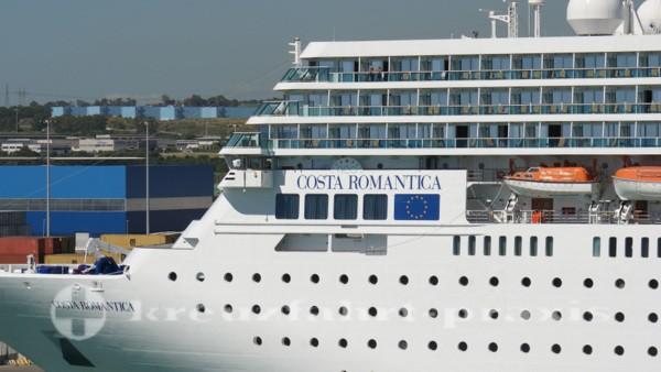 Costa reoRomantica im Hafen von Civitavecchia