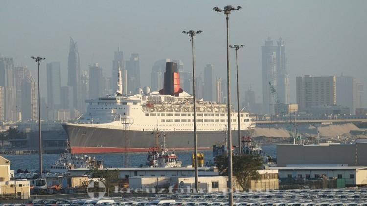 Hotelschiff Queen Elizabeth in Dubai
