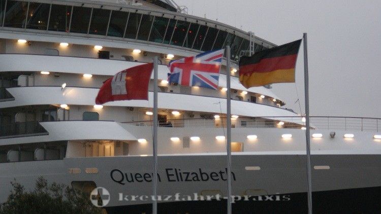 Cunard - Queen Elizabeth in Hamburg