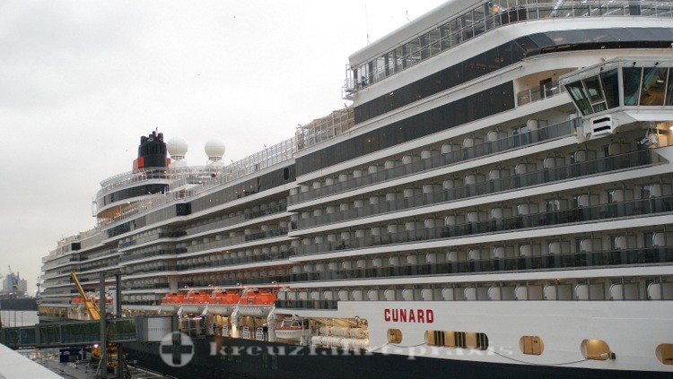 Cunard - Queen Elizabeth in Hamburg Altona