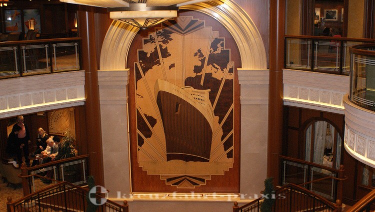 Cunard - Queen Elizabeth - Wandrelief in der Grand Lobby