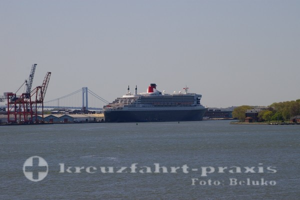 Queen Mary 2 in Brooklyn/New York