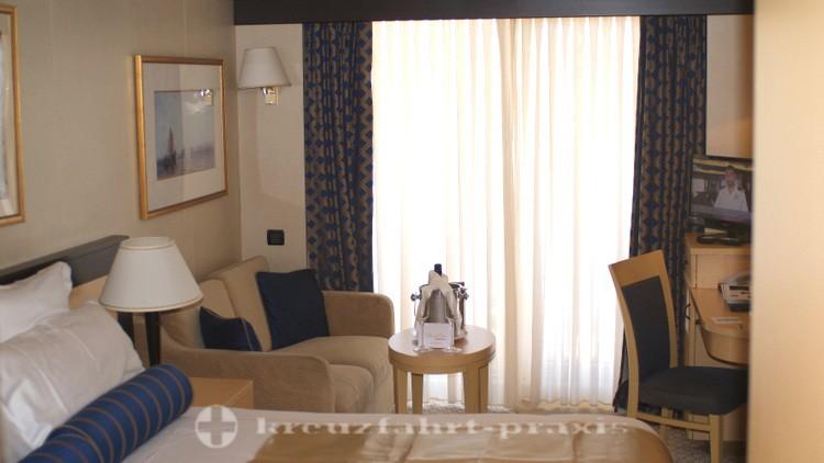 Cunard - Queen Victoria - balcony cabin 8153