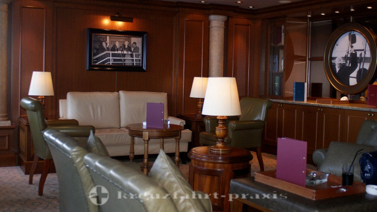 Cunard - Queen Victoria - Churchil's Cigar Lounge