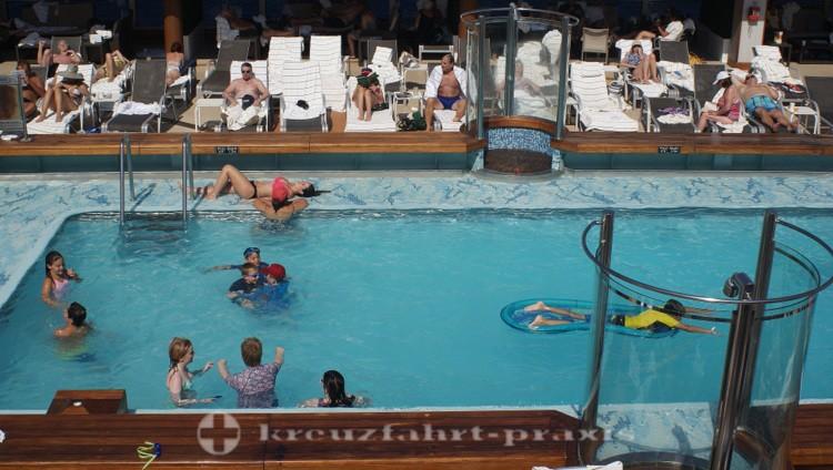 Cunard - Queen Victoria - Pavilion Pool