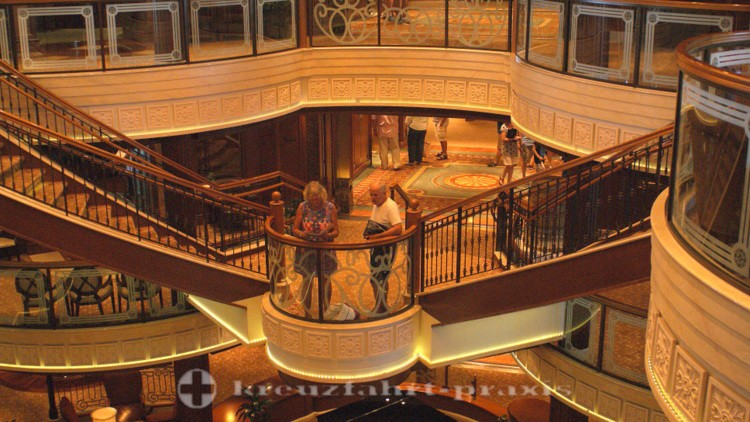 Cunard - Queen Victoria - Grand Lobby