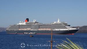 Queen Victoria in front of Santorin / Greece