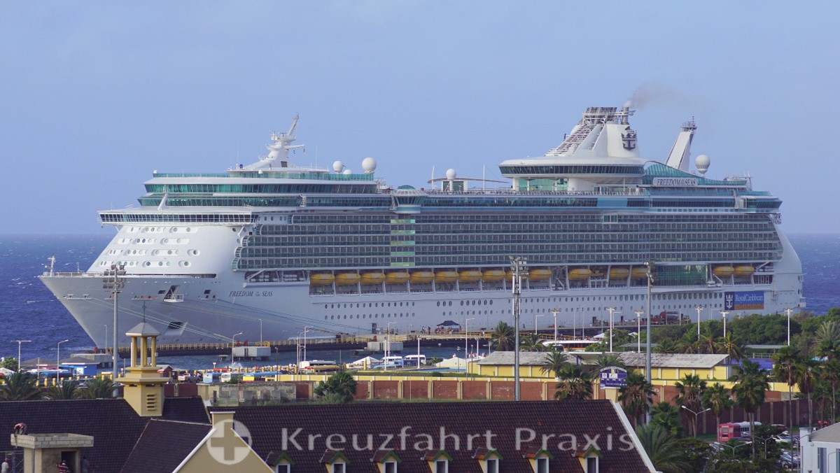 Freedom of the Seas in Willemstad / Curacao