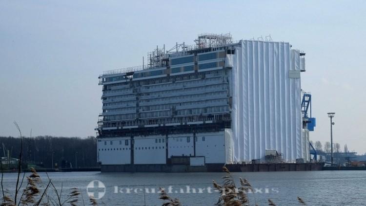 Genting Dream - Schwimmteil 2 im Papenburger Werfthafen